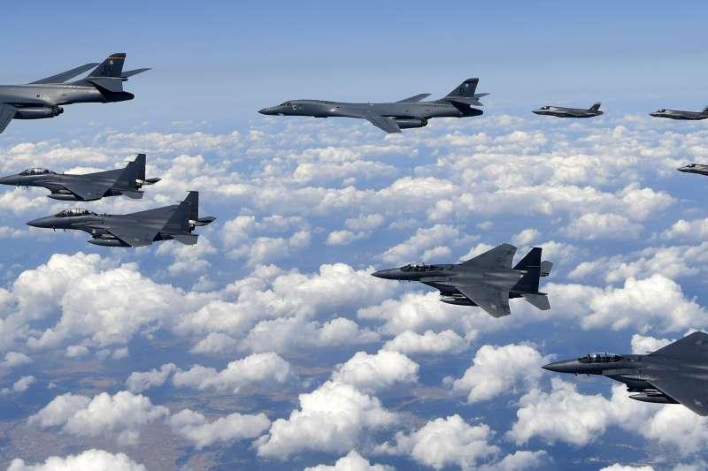 70年前,韓戰爆發,讓台灣轉危為安。圖為70年後,因應朝核危機,韓美聯合模擬空襲。(AP)