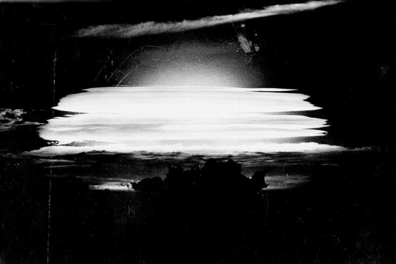 1956年5月,美軍在太平洋馬紹爾群島的比基尼環礁試爆氫彈(AP)