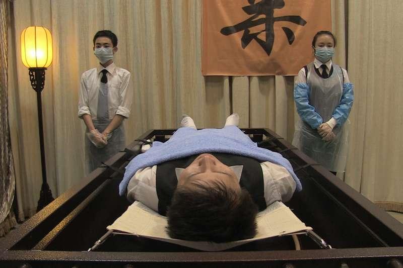 《咫尺天堂》(Almost Heaven ,2017)的主角應玲年僅17歲,在湖南長沙一間殯儀館實習工作時見識許多生死故事。(圖取自台灣女性影展官方網站)