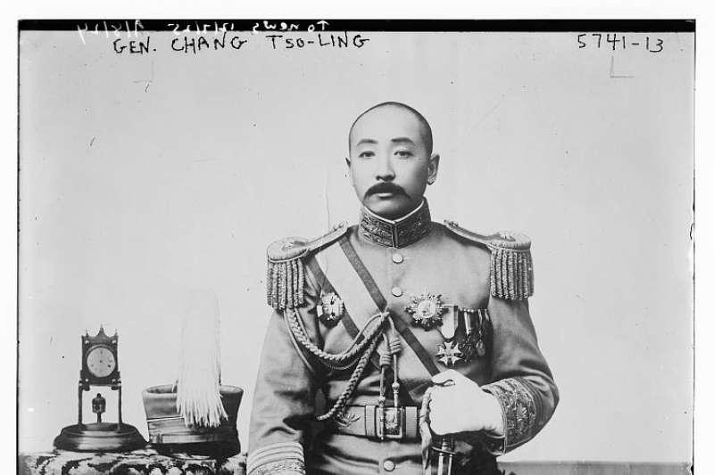 當時日本人之炸死張作霖,其用意有二:一則激於奉張拒絕其開通吉會鐵路聯絡線之要求,以資報復。二則欲炸斃東北頭腦,化整為零。(取自維基百科)