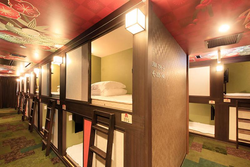 即使只有一小床位,這些膠囊旅館的空間都讓人倍感舒適。(圖/京都世紀膠囊Spa飯店官網)
