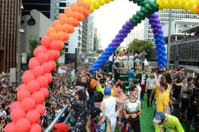 巴西同性戀者組織早前舉行大型遊行。(BBC中文網)