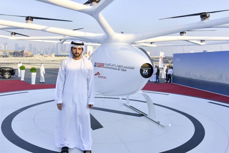 這款由德國無人機公司Volocopter研發的飛行計程車,類似於一架小型雙座直升機,頂部的寬闊環架有18個螺旋槳。 (圖/杜拜政府媒體辦公室官網)