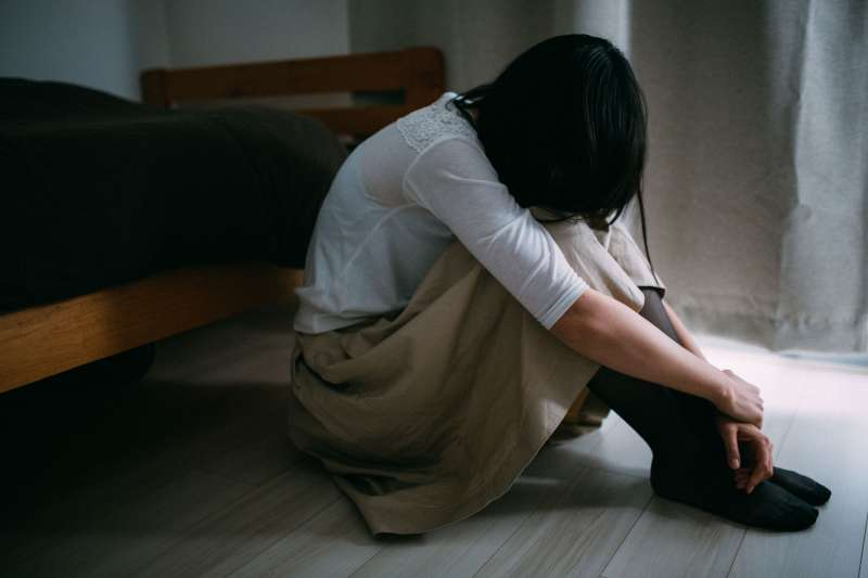 為什麼青春期的孩子老愛把自己關在房裡?(圖/すしぱく@pakutaso)