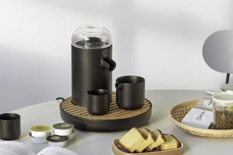 膠囊咖啡不稀奇,你喝過膠囊茶嗎?34年茶業家族第二代,以科技轉型殺出活路,將台灣精緻功夫茶推上國際舞台。(圖/TEAMOSA 提供)
