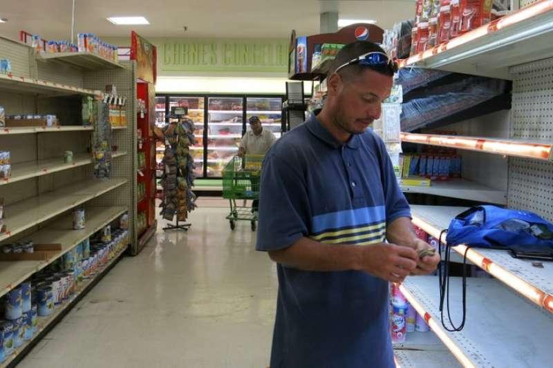 颶風重創波多黎各,超市物資已被民眾搶購一空,物資缺乏。 (美聯社)