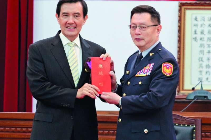 由於馬英九(左)的信任,王卓鈞(右)成了任期最長的署長。(新新聞資料照)