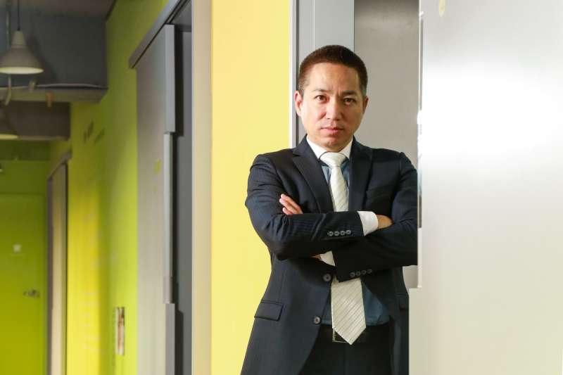 擁有「怪胎CEO」之稱的伊藤嘉明,是眾多知名企業積極網羅的經理人,曾多次為企業主力挽狂瀾、創造奇蹟。(圖/賀大新攝,經理人提供)