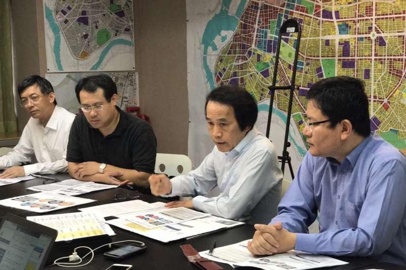 副市長林欽榮27日上午表示,市府預計年底前修法,將都更審議會的容獎「審議制」改為有標準可循的「行政審查制」。(林欽榮辦公室提供)