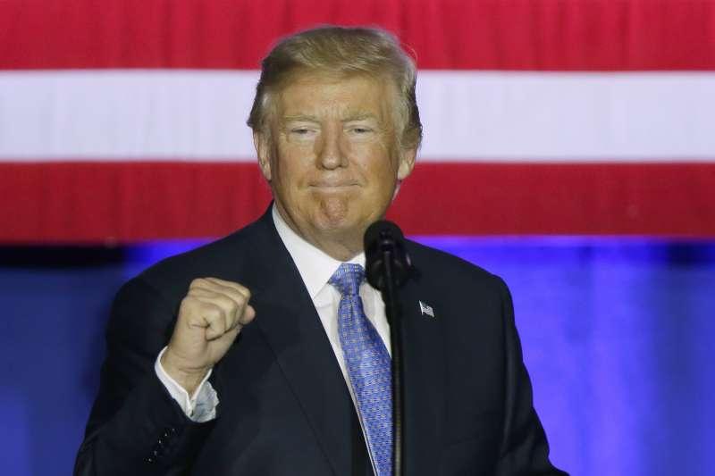 美國總統川普27日公布大規模減稅方案(AP)