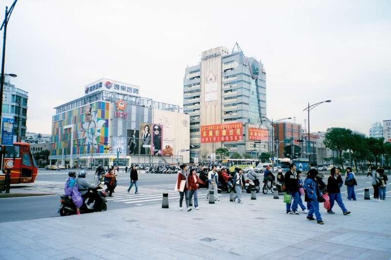 為何台灣年輕人明明滿腹理想,在現實社會中卻只能妥協了?(圖/slayer@Flickr)