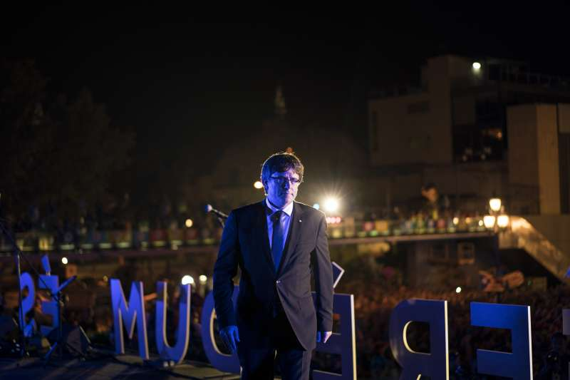 9月29日,加泰隆尼亞自治區政府主席普吉德蒙在挺獨陣營辦的造勢晚會上發言(AP)