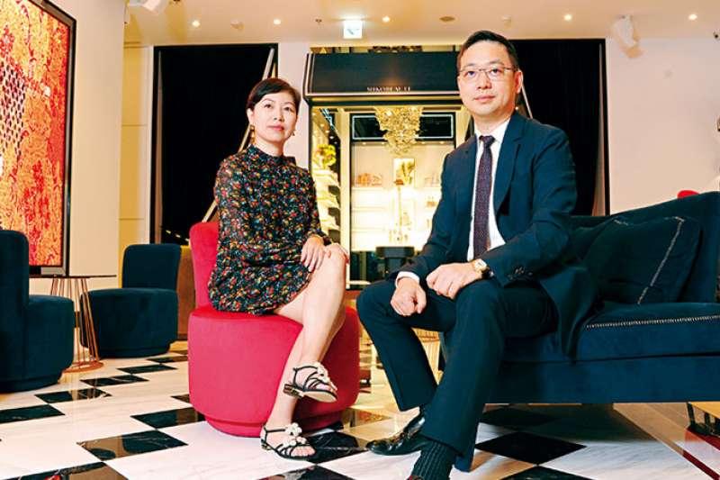 霈方總經理呂慶盛(右)負責前端銷售與服務,妻子呂美珍(左)負責品牌形象與行政工作,兩人聯手出擊。(攝影者.程思迪)