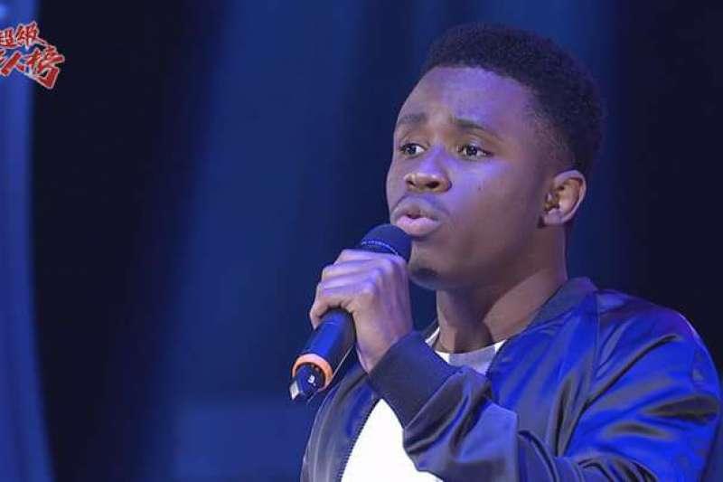 海地留學生畢諾煦熱愛唱歌,來台參加選秀挑戰唱台語,優美嗓音令眾人如癡如醉。(圖/畢諾煦臉書)