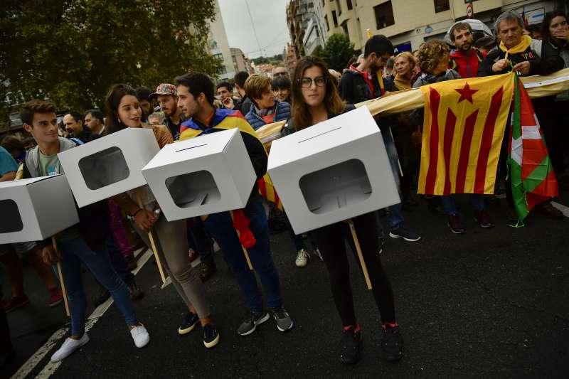 加泰隆尼亞公投:支持獨立民眾走上街頭(AP)