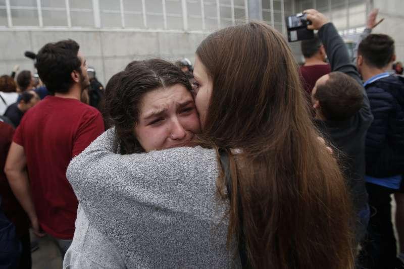 加泰隆尼亞獨立公投,投票民眾與西班牙警方起衝突。(美聯社)