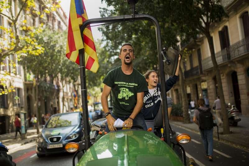 2017年10月1日,加泰隆尼亞無視西班牙強力阻擋,堅持舉辦獨立公投(AP)