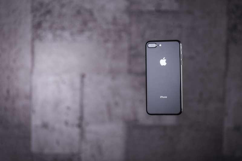 iPhone 8 Plus憑什麼這麼貴?(圖/すしぱく@pakutaso)