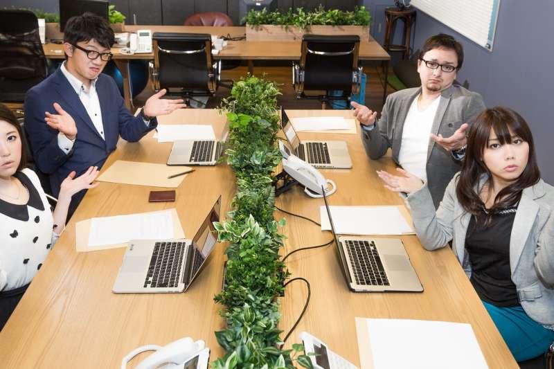 當與執行力組合不同的人共事 ,依個人所長分工,能增加工作的效率。(示意圖/pakutaso)