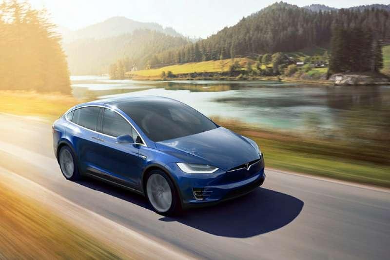 特斯拉車隊推手希望建立一套商業模式,推動電動車上路,以紓解嚴重的空汙問題。(圖/John Voo @flickr)