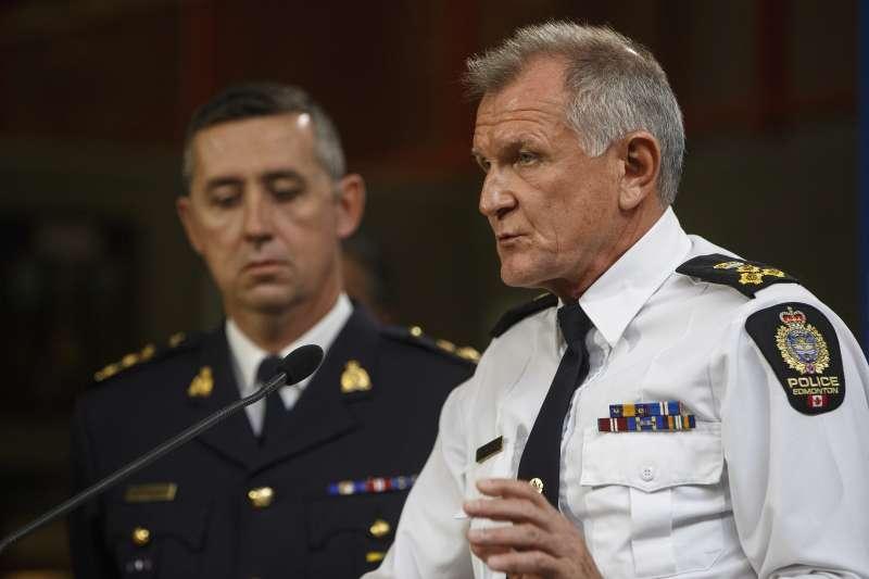 加拿大埃德蒙頓警察總長克奈希(Rod Knecht)正在說明孤狼恐攻的案情。(美聯社)