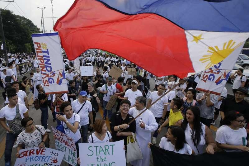 菲國民眾上街反對杜特蒂血腥的毒品戰爭。(美聯社)