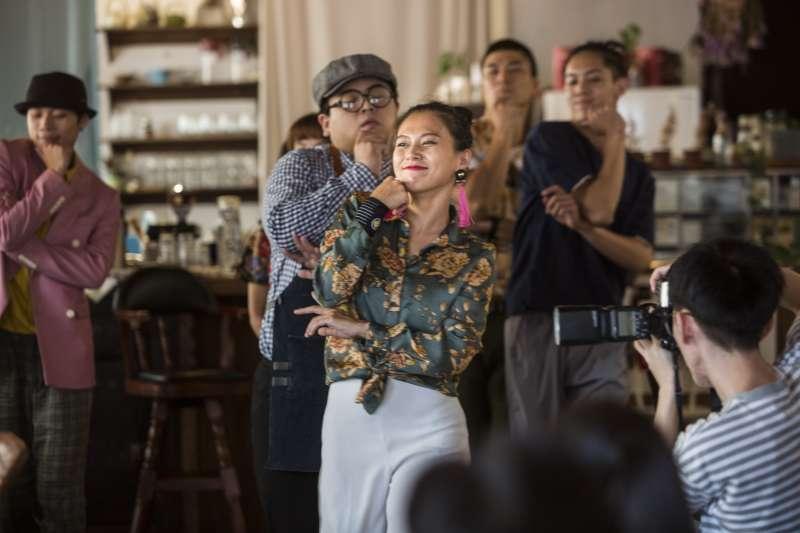 《藝術擴散計畫》二部曲《咖啡館的跳舞時光 It Takes Two to Tango》國慶連假舞進「咖啡館」邀請民眾以「喝一杯咖啡的時光」,跳脫每天的平凡與規律,與藝術不期而遇! (圖/臺北表演藝術中心提供)