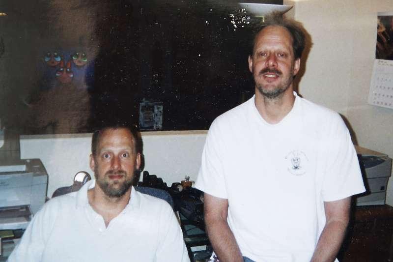 2017年10月1日拉斯維加斯槍擊案兇嫌帕德克( Stephen Paddock,右)與弟弟艾瑞克(AP)