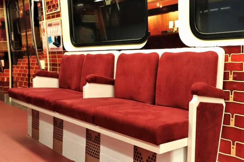 台北捷運與兩廳院合作,設計「行動兩廳院」列車,將高雅氣氛帶進城市!(圖/台北捷運公司提供)