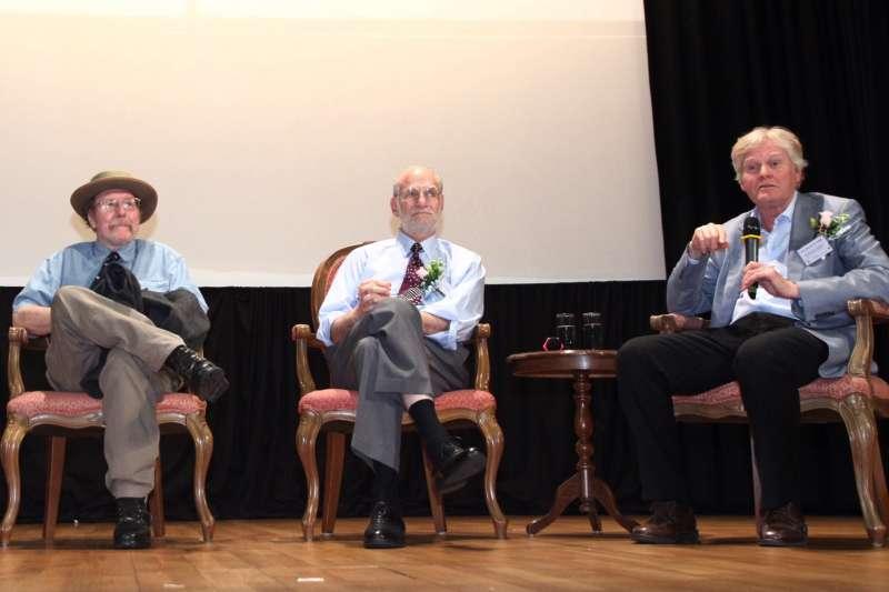 2017年諾貝爾醫學獎的三位得主(由右至左):楊格、羅斯巴赫、霍爾(美聯社)