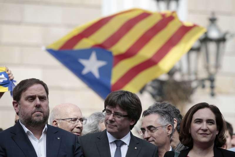 加泰隆尼亞自治區主席普吉德蒙(圖中)在當地時間10日晚上6時發表演說,可能宣布獨立。(美聯社)