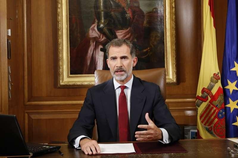 西班牙國王費利佩六世(Felipe VI)4日發表電視談話,譴責加泰隆尼亞獨立,打破王室不干政傳統。(美聯社)