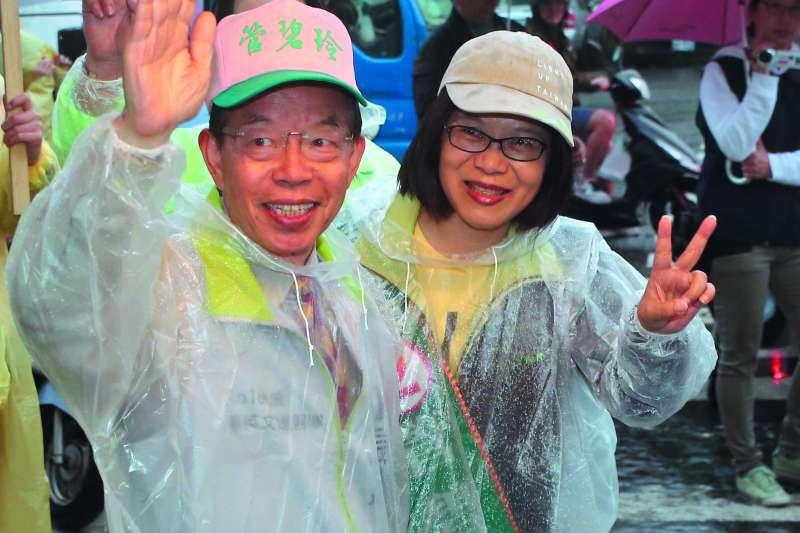 管碧玲(右)沒有成功承接謝長廷(左)在高雄建立的地盤。(新新聞資料照)