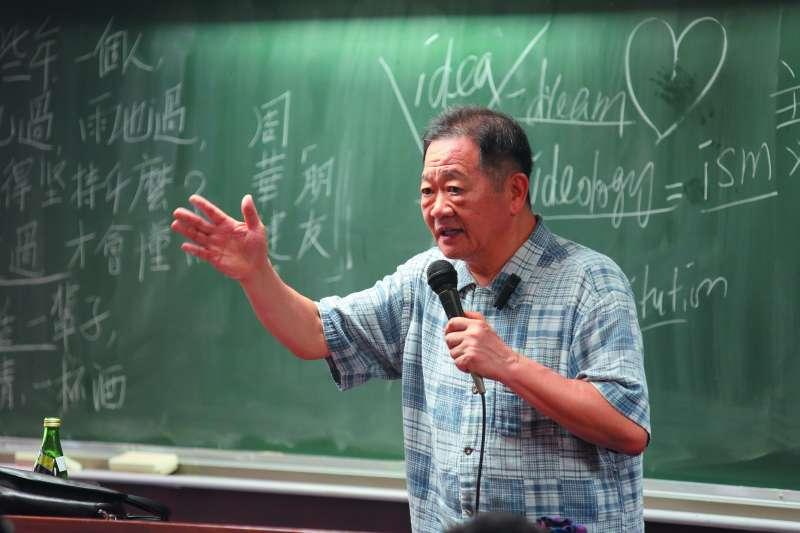 人稱Power錕的台大政治系教授李錫錕。(郭晉瑋攝)