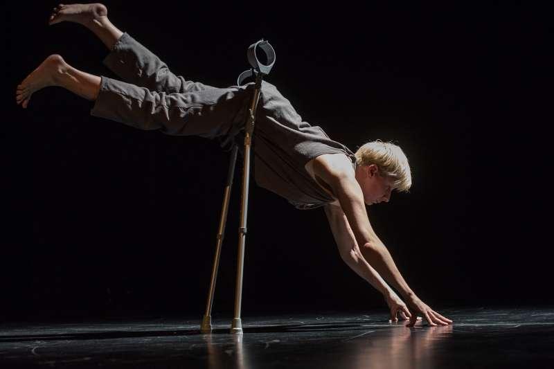 「2017舞蹈秋天」以「藏於日常的異常」作為主題,著眼當代特質之一─「瞬時的時間感」,從10月14到12月3日,展開兩個月舞蹈盛宴。