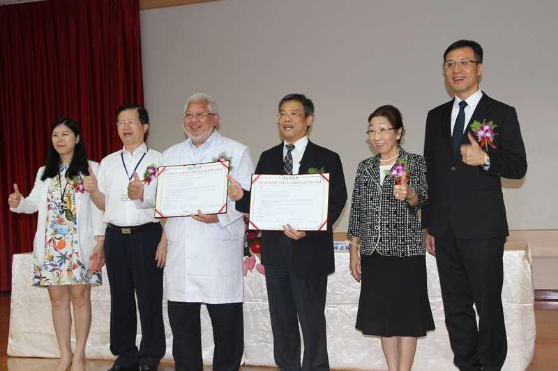 元培醫事科大5日與臺北市立聯合醫院教學醫院共同簽訂合作協議。(圖/元培醫事科大提供)