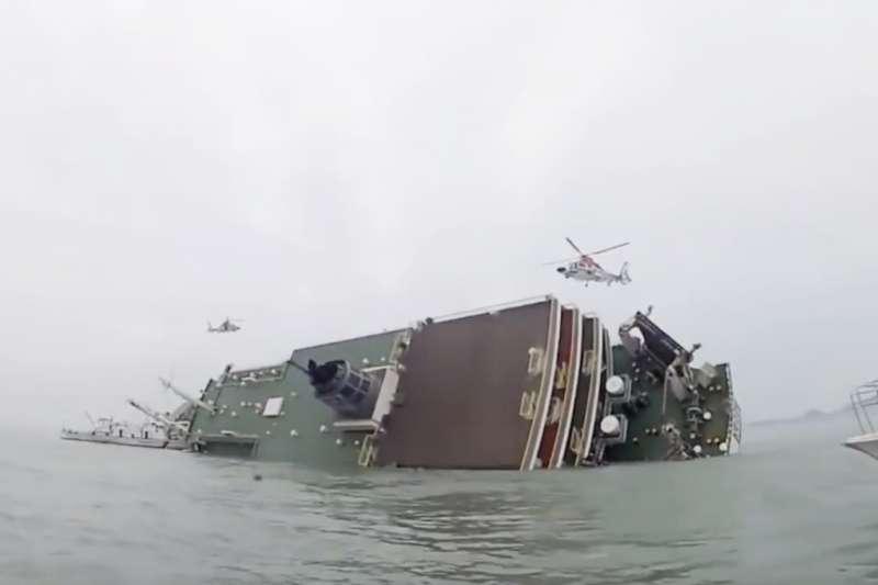 一場世越號沉船意外,引發多少「不信任韓國政府」的後續效應...(圖擷取自Youtube)