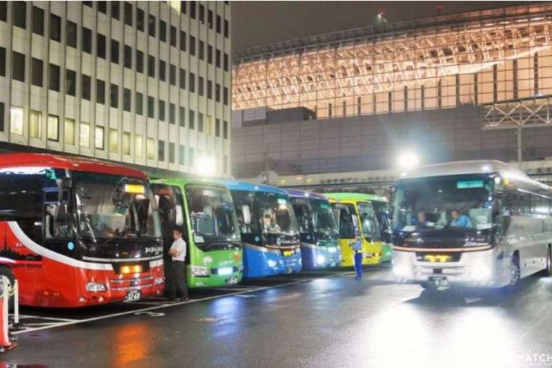 高速夜間巴士神奇舒適又方便,還能省下一筆住宿費!(圖/Matcha)