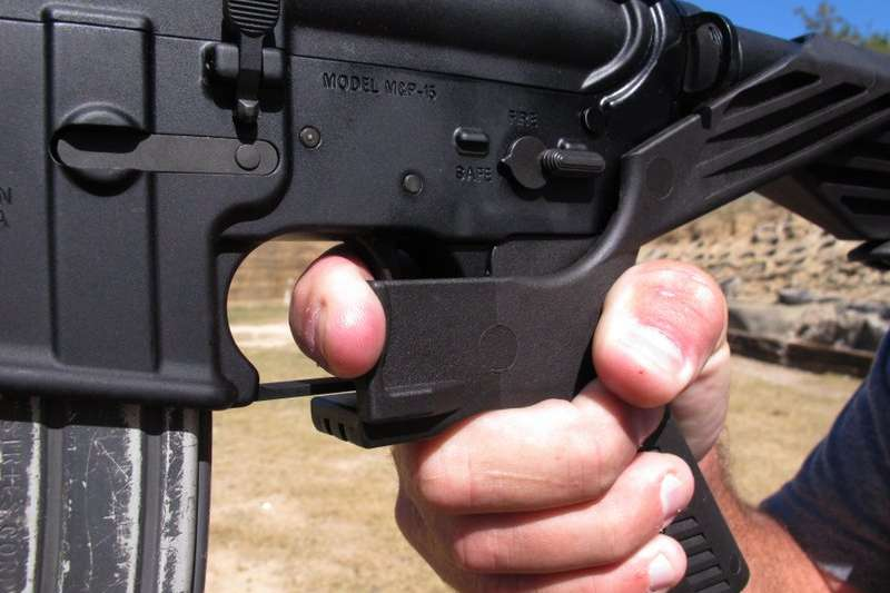 能改造半自動步槍成全自動的「撞火槍托」。(美聯社)