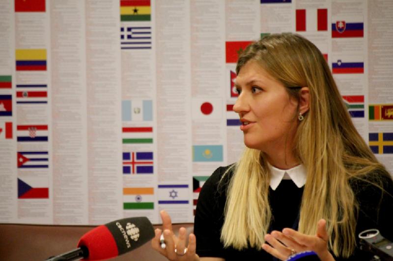 2017年諾貝爾和平獎得主是「國際廢除核武運動」(ICAN),該組織執行長菲恩(Beatrice Fihn)接受訪問(取自@NobelPrize/Twitter)