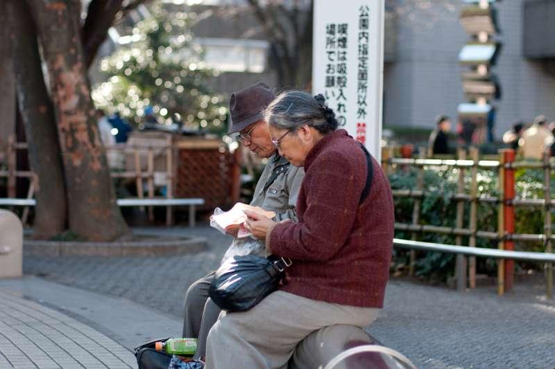 只要做這6招,就可以抵擋失智的危脅!(示意圖/Hajime Nagahata@flickr)