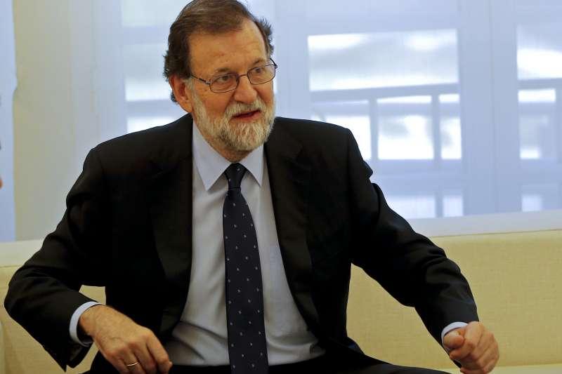 西班牙東北部加泰隆尼亞自治區獨立公投之後,與馬德里中央政府劍拔弩張,總理拉霍伊全力阻擋(AP)