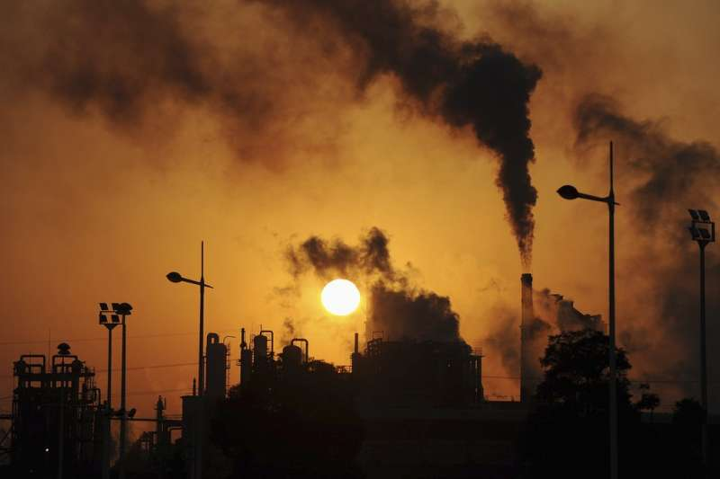 儘管川普總統退出《巴黎協議》,預計美國碳排放量會繼續下跌。(BBC中文網)