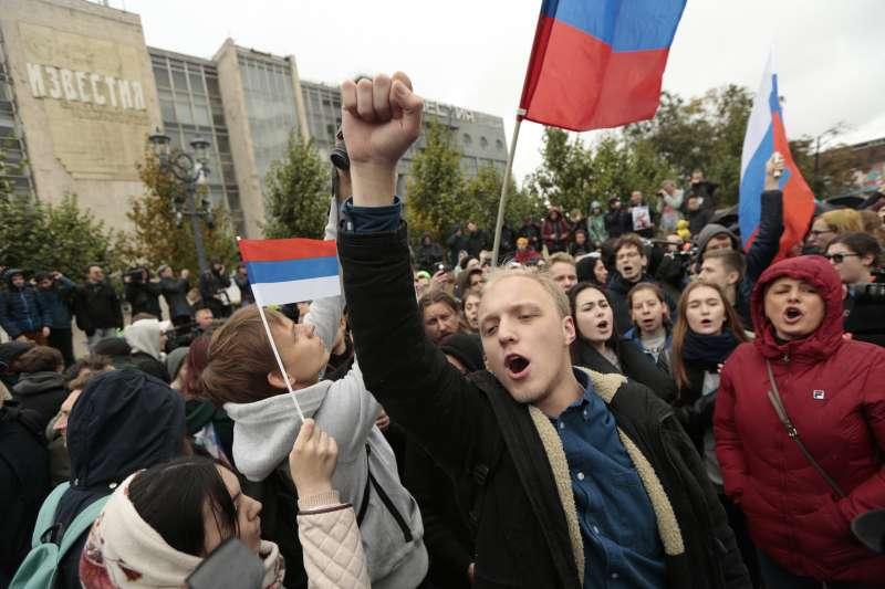 俄羅斯公民社會遭到強人總統普京強力壓制,但年輕世代仍不時發起抗議行動(AP)