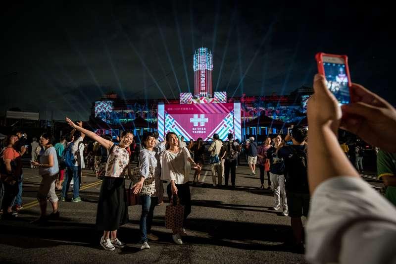 為慶祝國慶,總統府7日晚間舉辦光雕秀。(總統府)