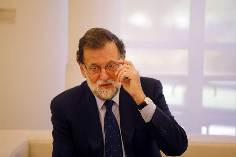 西班牙加泰隆尼亞自治區追求獨立,總理拉霍伊(Mariano Rajoy)陷入長考(AP)