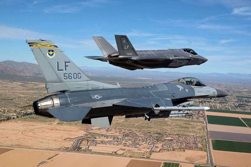 2017-10-08-F-35戰機於美軍路克基地(Luke Air Force Base)訓練。(取自美國空軍官網)
