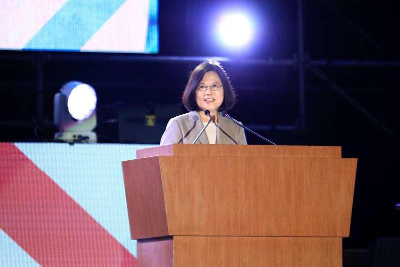 總統蔡英文在國慶晚會致詞時表示,台灣人團結努力大步走向世界,就是一個更好的台灣,一個不怕打壓的台灣。(台中市政府提供)