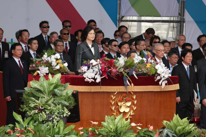 L20171010-總統蔡英文、行政院長賴清德10日出席中華民國106年國慶典禮。(顏麟宇攝)