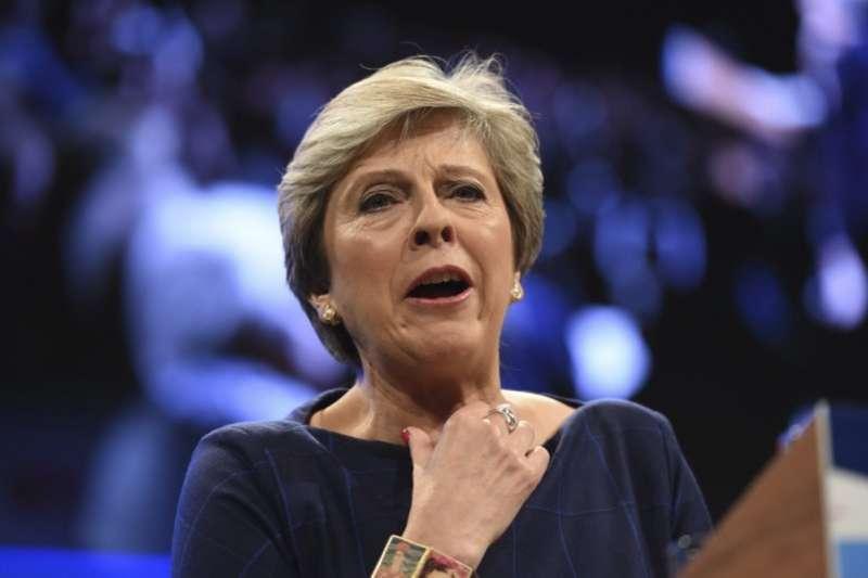 梅伊在保守黨大會發表演說時不斷咳嗽,此次演講被形容成「災難」。(美聯社)